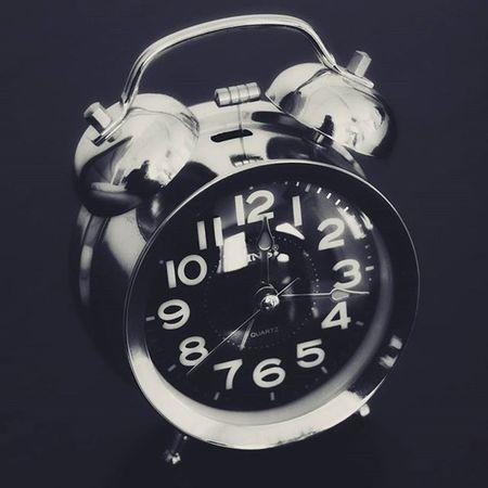 A hora da morfina. Morphine Time Clock Watch Vintageclock Wakeup Morning Rise Bestoftheday Picoftheday