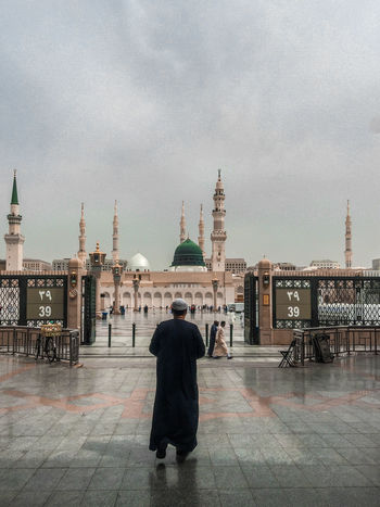 the prophet's pbuh mosque in medina Adult Architecture Building Exterior Built Structure Check This Out Day Dome EyeEm Best Shots First Eyeem Photo Green Dome Men One Person Outdoors People Place Of Worship Popular Photos Real People Rear View Religion Sky Spirituality Standing The Architect - 2017 EyeEm Awards The Street Photographer - 2017 EyeEm Awards The Photojournalist - 2017 EyeEm Awards Breathing Space This Is Masculinity