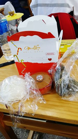 包 糕 粽,包高中。 They symbolize get a good grade in chinese. Steamedstuffedbun Cake Ricedumpling