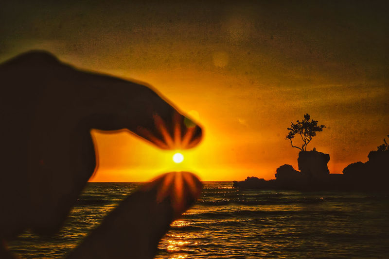 """holding an extraordinary gold"" Sonyphotography Sony A6000 EyeEmNewHere Wheninboracay Love Yourself Sunset Nature Water Landscape Reflection Beauty In Nature Outdoors"