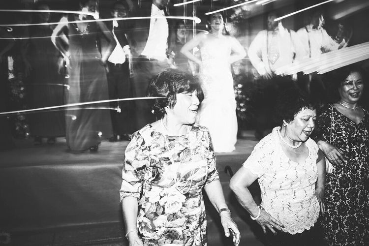 Havng fun! 😆 Nightphotography Night Lights Discover Your City MotionCapture Blackandwhite Blackandwhite Photography Monochrome Light And Shadow Holiday Vietnam People Family Dancemoms Dance Club Night Travel Travelasia Vietnamtravel Vietnamadventure