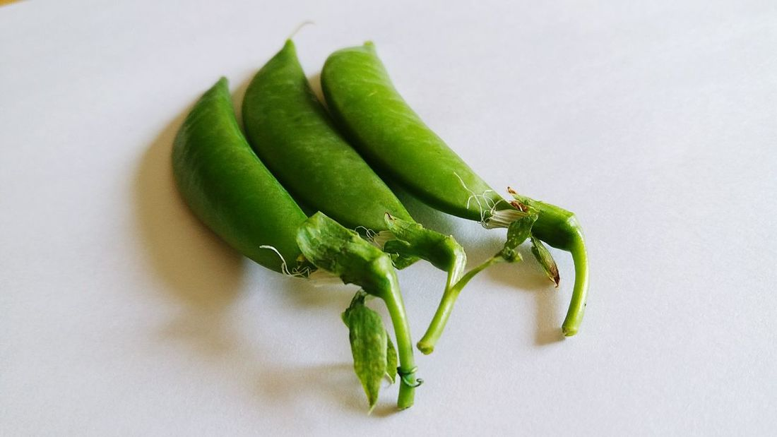Green Beans Green Nut Green Nuts Vagetable Vagetables Vagetarian Vagetarianfood White Background Green Color Green Healthy Eating Healthy Lifestyle Healthy Food Healthyfood Healthylife ถั่วลันเตา Insect Leaf Close-up Green Color