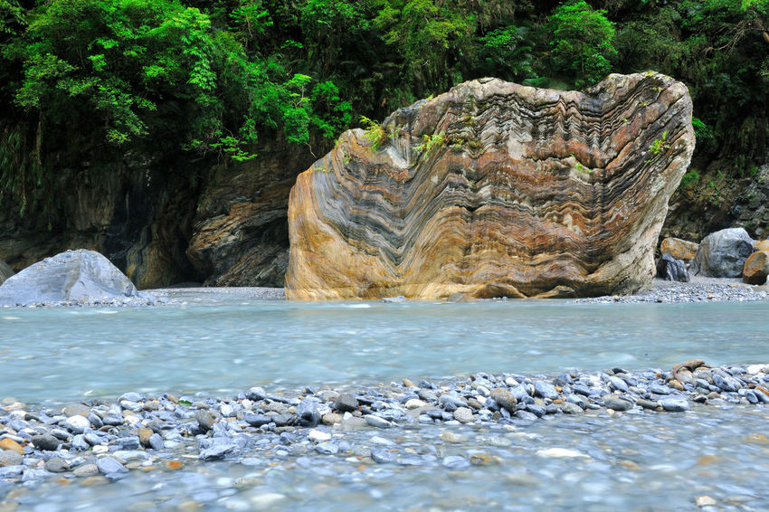 Beauty In Nature Growth Nature No People Outdoors Rock Rock - Object Rock Formation Scenery Scenics Tranquility Tree Water Waterfront 優美姿態 大理石 太魯閣國家公園 寧靜 山 森林 涼爽 溪流 舒適 花蓮 郊区