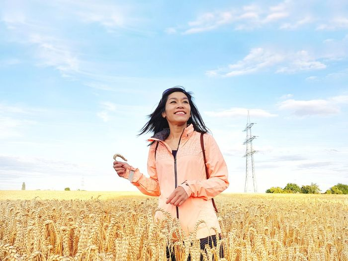 Weißkirchen Ost EyeEm Selects EyeEm Best Shots Chinese Asian  Cornfield Corn Wheat Field Wheat Cloud - Sky One Person Only Women One Woman Only Sky Adults Only Adult Field Women Cereal Plant Young Women EyeEmNewHere Colour Your Horizn Summer Exploratorium