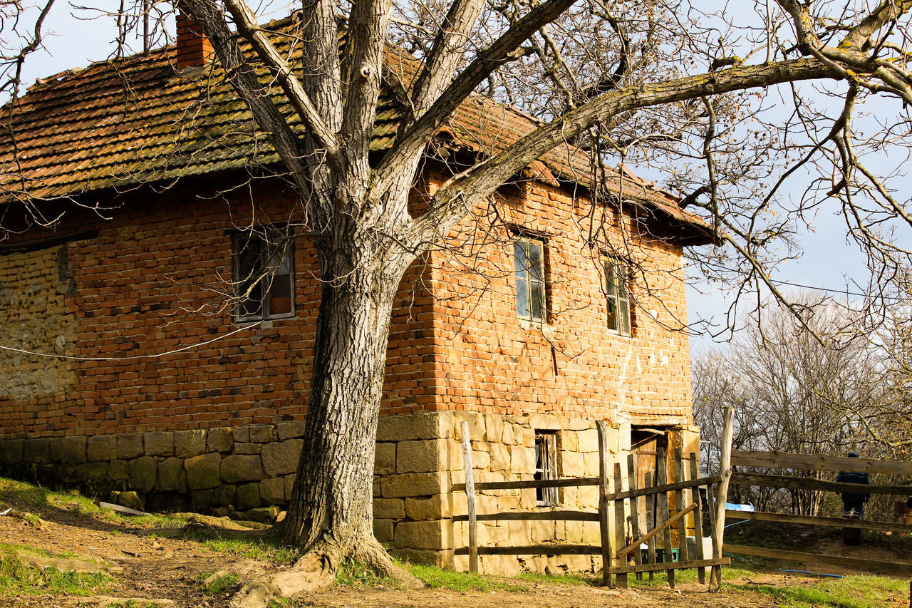 EXTERIOR OF OLD HOUSE ON FIELD