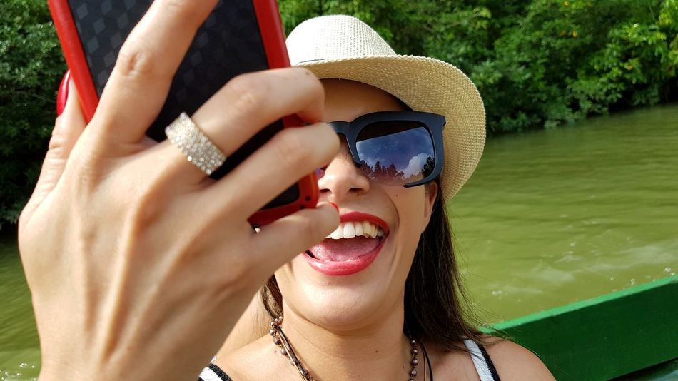 Selfie pic Smile Teeth Selfie ✌ Selfies Brazil EyeEm Selects Young Women Water Portrait Beauty Women Smiling Summer Human Hand Beautiful Woman Happiness Human Lips Red Lipstick Human Nose Nose Eyebrow Chin Sun Hat Lipstick Visual Creativity Summer Exploratorium Summer Exploratorium Adventures In The City Focus On The Story The Still Life Photographer - 2018 EyeEm Awards The Traveler - 2018 EyeEm Awards