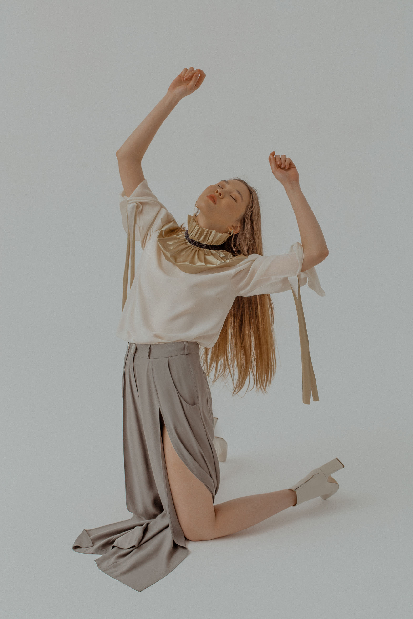 studio shot, indoors, white background, full length, one person, gray background, gray, cut out, young women, human arm, arms raised, women, dancing, lifestyles, young adult, arts culture and entertainment, skill, ballet, hairstyle, beautiful woman