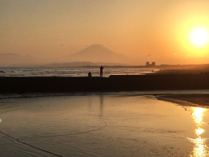 Sunset_collection ✨✨✨ Sunset Sea Water Sun Beach Nature Beauty In Nature Scenics Silhouette Sky Tranquil Scene Outdoors Tranquility Sunlight Sand Mount FuJi Springtime Orange Color Mountain Today :) Sunbeam Praying For World Peace Silhouette Beachphotography ✨✨✨🥂✨
