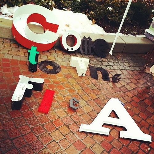 Come to the flea! We are setting up and have TONS of letters! Hingestore Thecityflea