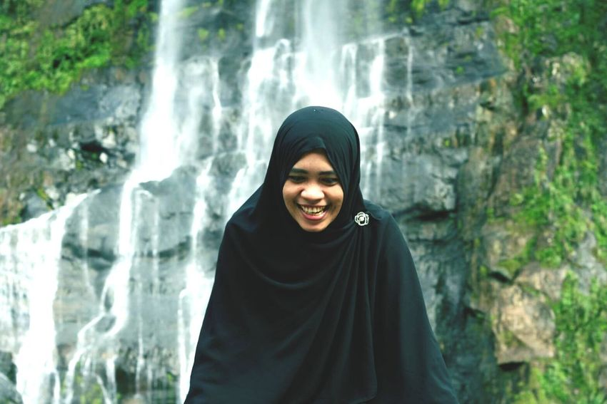 Women Around The World Smiling One Person Freshness Happiness Portrait Waterfall Adults Only Nature People One Woman Only Adult Outdoors Tree Cheerful Mountain Day Only Women Human Body Part Leisure Activity Wulaiwaterfall Hijabtraveller Proud To Be Muslimah Togetherness Enjoying Life
