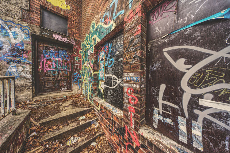 Cityscape EyeEm Best Shots EyeEm Gallery Abandoned Architecture Art And Craft Brick Building Exterior Built Structure City Creativity Day Dirty Eyeemgermany Facades Graffiti Messy Multi Colored Mural Outdoors Paint Rotten Street Art Wall Wall - Building Feature