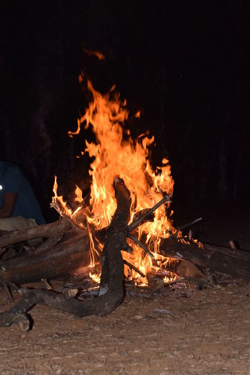 camp fire..... Outingwithfriends NIKON D5300 Nikon Photography Nikon Nikonphotography Photography No People Nikond5300 Night Nightphotography Memory Flame Heat - Temperature Burning Sand Campfire Fire Heat Camping Tent Firework