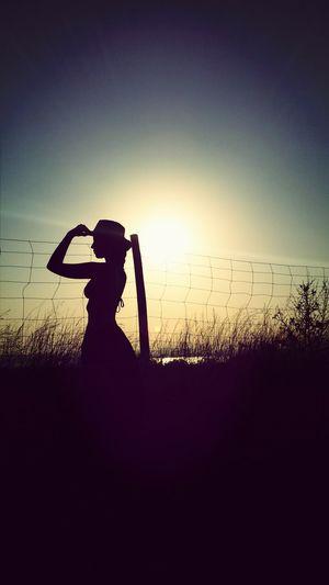 Mirando al horizonte ... todo un mundo x descubrir.... Sunset_collection Siluetas Misssumer Colors #color #colorful #TagsForLikes #red #orange #yellow #green #blue #indigo #violet #beautiful #rainbow #rainbowcolors #col