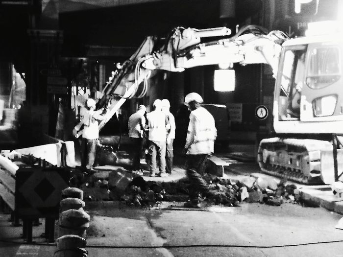 Real People Streetphotography Working -class Nightlife Nigh Work Night Shot Construction Site Men At Work  Street Photography Streetphoto Construction Worker Street Photo Manual Worker B&W Street Photograpghy Monochrome Photograhy Black & White Photography B&wphotography MonochromePhotography Black And White Collection  B&W, Monochrome Urban Men At Work... La Défense. France🇫🇷 Huawei P9 Photos HuaweiP9Photography The Street Photographer - 2017 EyeEm Awards