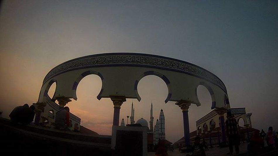 Tempat kembali pertolongan . . . Masjidagung Ekploresemarang Senja  Goodmorning Bpro5alpha