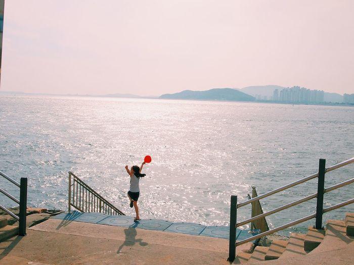 Vscocam Incheon Korea Wolmi Isaland South Korea Sea Summer Balloon Red Kids