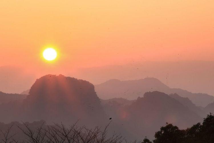 今年も宜しくお願いします。鹿児島県姶良市加治木町蔵王岳より初日の出 January2016 January1st Canon Landscape Nature Kagoshima Happynewyear2016 Firstpicture2016 First Sunrise From My Point Of View Sunrise Japan Showcase: January The Great Outdoors - 2016 EyeEm Awards Ultimate Japan