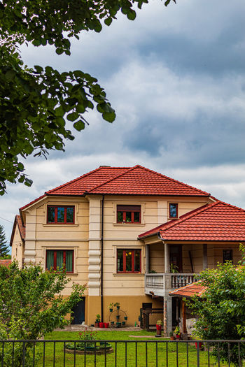 House in Pirot Grass Serbian House Houses Travel Photography Serbian Architecture Urban Exploration Roof Tiles Yard Nature Urban Tree Serbia Travel Town House Roof Architecture Green Trees Pirot Backyard Fence EyeEm Best Shots Built Structure Building Exterior Plant Cloud - Sky Sky Building Day No People Residential District Outdoors Red Green Color Window City Growth The Architect - 2019 EyeEm Awards