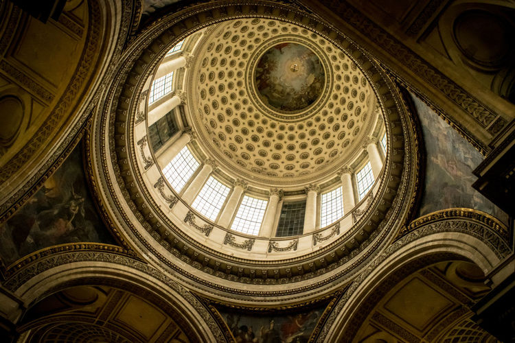 Le Pantheon interior Built Structure Low Angle View Dome Architecture Ceiling Indoors  No People Pattern Cupola Shape Travel Destinations Architectural Feature Design Place Of Worship Religion Geometric Shape Spirituality Circle Art And Craft Directly Below Ornate Architecture And Art Paris France Europe Arch Window Light And Shadow Pantheon