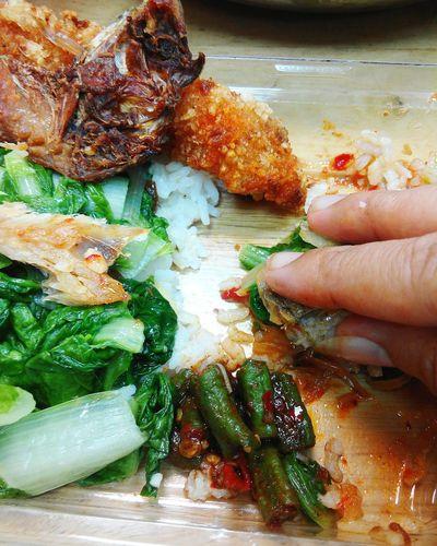 ShareTheMeal I'm eating use my hand b'coz I'm Sundanese girl..😁 Indonesian Food Indonesia Banget Indonesian Food Foodie Enjoyinglife  Enjoy A Meal
