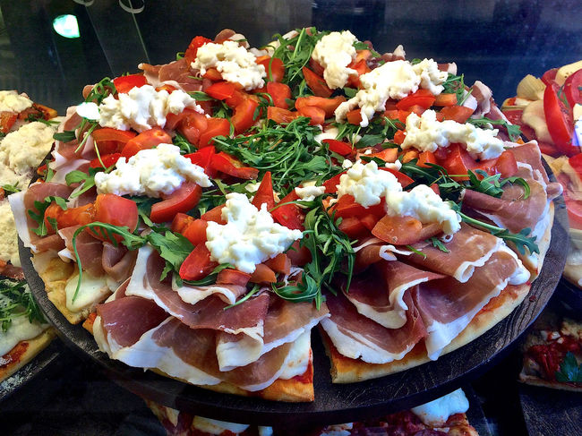 Fully loaded pizza Cafe Display Food Italy Pizza Proscuitto Ready-to-eat Sumptious