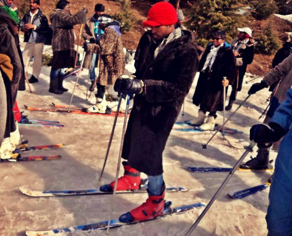 Friends Fun Men SKII Skiing Snow Snow Sport Sport Kullu Manali The Following group to get into fun The Essence Of Summer Himalayas Original Experiences Feel The Journey Natural Light Portrait On The Way Adventure Club TakeoverContrast Dramatic Angles My Year My View Always Be Cozy