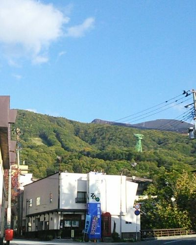 Zaouonsen🇯🇵 蔵王温泉 Hotspringday 温泉街をゆっくりドライブ Zaouonsen 温泉大好き 温泉 Yamagatajapan Onsen♨️ Spa Wildlife & Nature Traveling Japan Scenery Japan Lovers Tree Mountain Sky Countryside