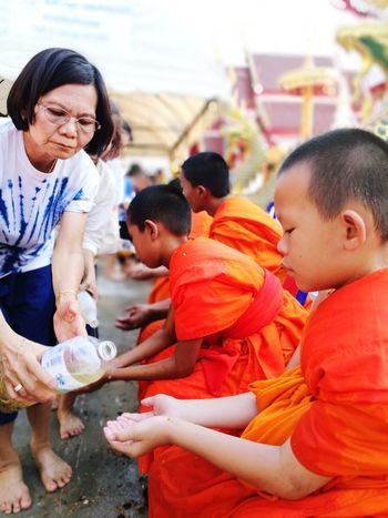 Songkran Day Adventures In The City Volunteer Child Teamwork Boys Togetherness Females Childhood A Helping Hand Assisted Living