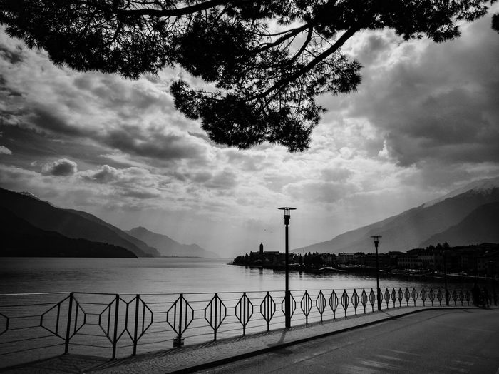 Lake Ferry Ferryboat Lakeside Lake Italy Alpi Alps Como Lake Lago Di Como Lario Tree Water Sea Oil Pump Beach Silhouette Sky Cloud - Sky Horizon Over Water Building Lighthouse Coastline Wave Surf Coast Shore Waterfront