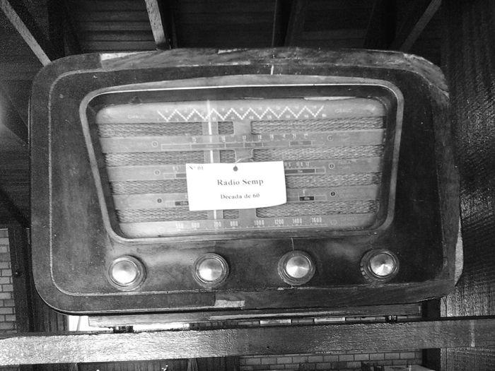 Radio Antiques Decadade60 Black And White