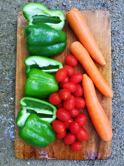 Tomatoes,carrots and peppers Sand Vegetable Food Food And Drink Healthy Eating Carrot Freshness Green Color Root Vegetable Wellbeing Raw Food Pepper Still Life Indoors  High Angle View No People Choice Variation Directly Above Multi Colored Wood - Material