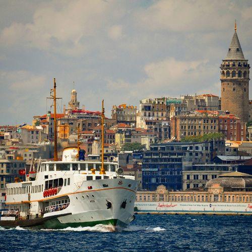Relaxing Istanbuldayasam Istantgram Istanbullovers Istanbul #turkiye Istanbul City Istanbul Turkey Istanbul Eminönü Galatakulesi Galatatower