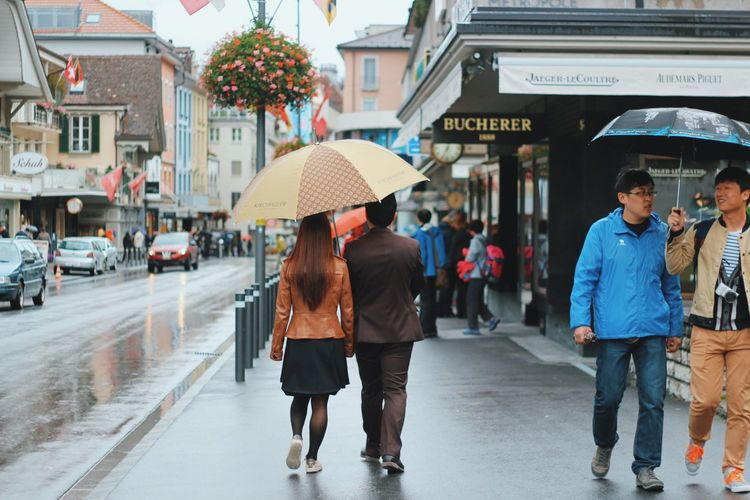 Live Love Shop Street People Switzerland Shopping ♡ Street Photography Shop Couple Two Is Better Than One