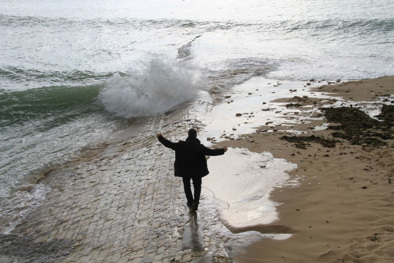 Equilibrio Wave Beach Man Silhouette Sea Iledere Vacances Ilederé Timbrado Tourism