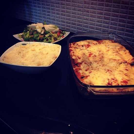 Lunch by me Mashedpotatoes Greensalad Cannelloni with Chicken , Spinach and CreamCheese