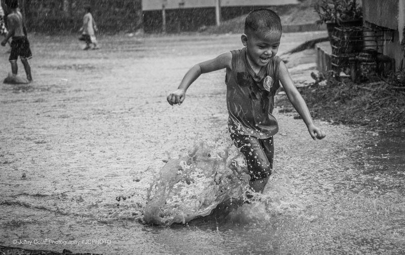 Keep running. Dont giveup Jcphoto Yourshot Blackandwhitephotography Rainphotography  Iloverain Rain Run Iamstrong Iamblessed Enjoylife Happykid