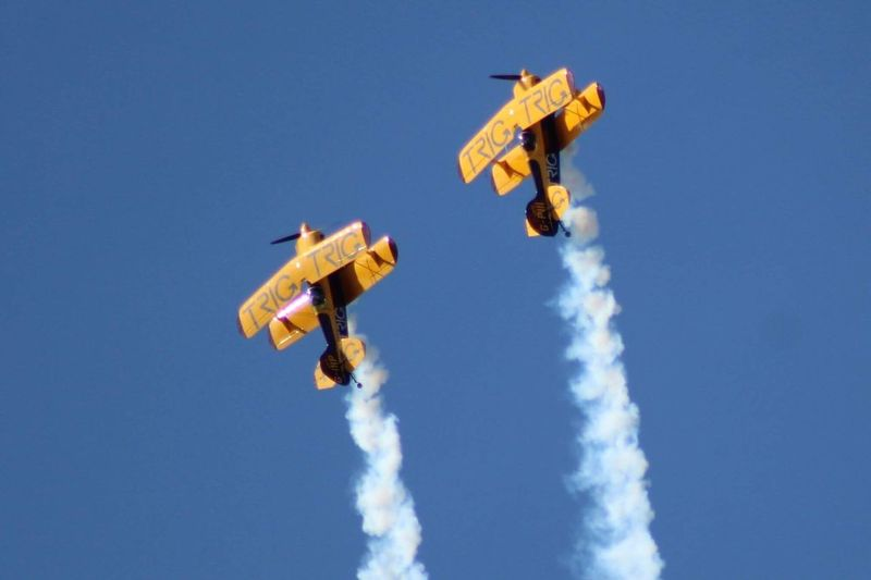 EyeEm Selects Paint The Town Yellow Airshow Low Angle View Mid-air Flying Air Vehicle Airplane Blue Transportation Day RISK Sky Vapor Trail Speed Outdoors Teamwork Smoke - Physical Structure Exhilaration Skydiving Clear Sky Stunt