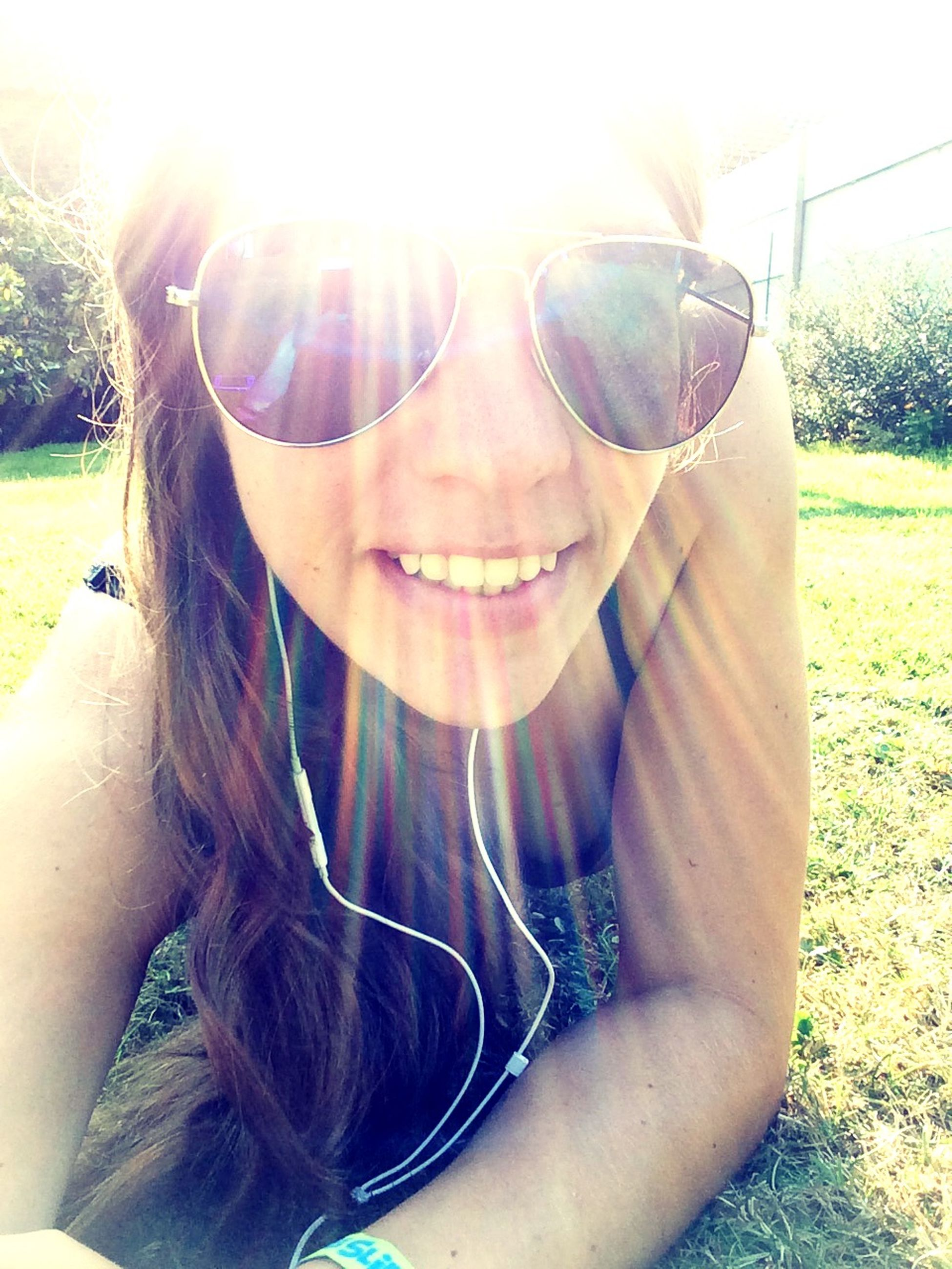 sun, sunlight, sunbeam, lens flare, young adult, lifestyles, sunglasses, leisure activity, person, sunny, portrait, looking at camera, young women, headshot, front view, day, close-up