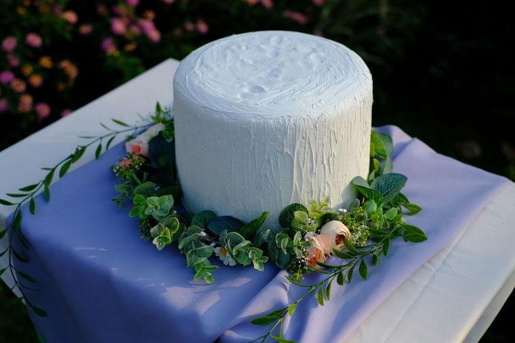 Wedding cake. nice day.