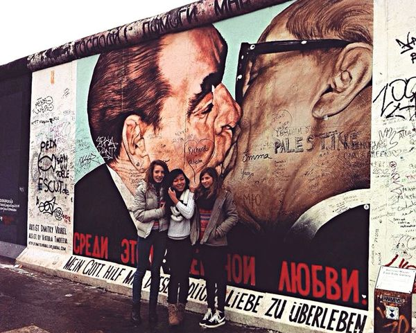 Berlin wall Hanging Out Hello World Hi! Friends Travel Photography Enjoying Life Cheese! Colors