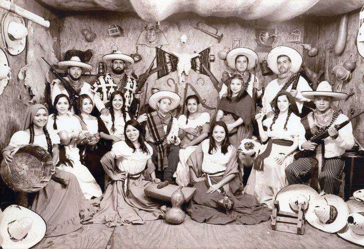 ¡Viva la Revolución Mexicana! Sepia Photography Revolutionary Mexican Culture 1910s Recreated Lego Friends FENAZA2016