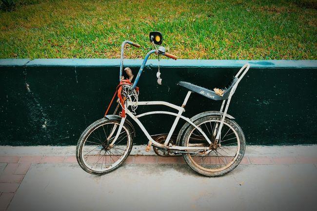 Good ol' wheels. The OO Mission Streetphotography Newvsco Lima-Perú EyeEm Bike