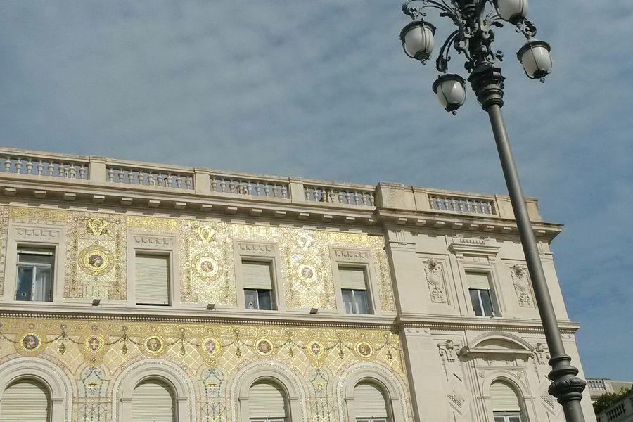 Lo splendido e scintillante Palazzo della Prefettura (dettaglio) Piazza Unità Building Exterior Architecture Golden Building Main Square Mosaics Mosaics Details Textures And Shapes