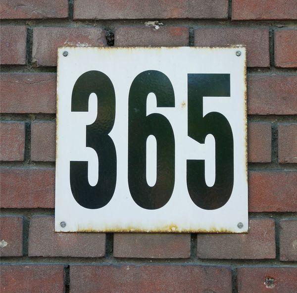 365 365 365 Days Jahr Year Hausnummer Housenumber