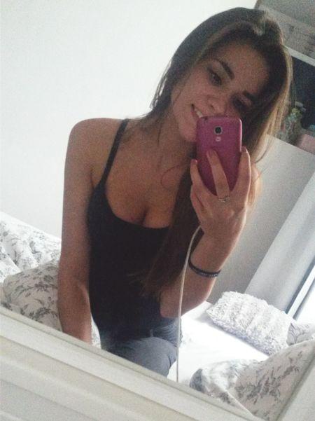 😏😏 French Girl Longhair Eyeempic Faces Of EyeEm Goodday Picoftheday Smile Bedroom