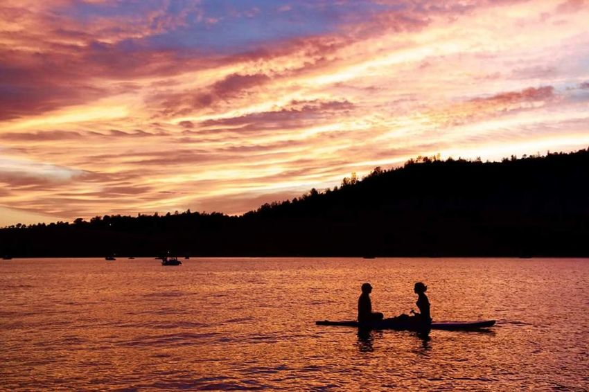 The Essence Of Summer Friends Lakefun Summer OnTheWater Lake Sunset Friendship LakeOroville Oroville Dusk California Silhouettesunset Silhouettes Silhouettes Of People Silhouetteskies Sunset Silhouettes California Sunset