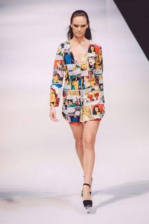 Striking Fashion Photojournalism Fashion Photography Fashioneditorial Female Model Can I read comics on your dress?