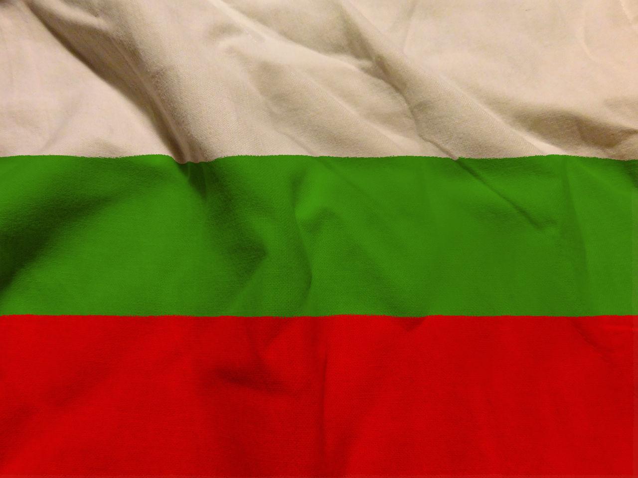 textile, red, green color, full frame, indoors, bed, no people, flag, close-up, linen, furniture, backgrounds, sheet, patriotism, crumpled, still life, pattern, white color