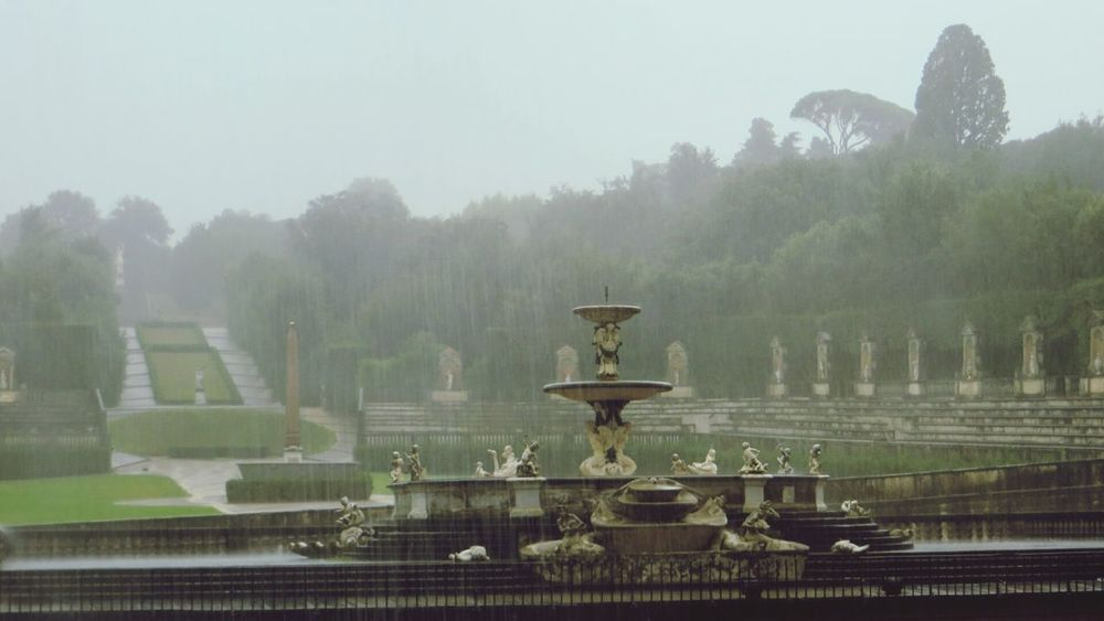 Palazzo Pitti under heavy rain Fog Travel Fountain Travel Destinations Architecture No People Italy🇮🇹 Milano Pitti Palace