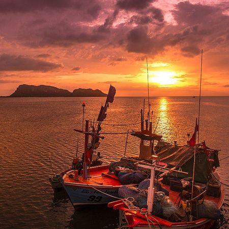 ทอดสายตา....... พาเราไป................ สู่ใจกลาง..................... . . . . . Bestsnaps Insta_thailand Huntgram Igmasters Ig_masterpiece Ig_worldclub World_shotz Icu_thailand Loves_united_thailand Ig_thailandia Ig_bangkok Sunrise_sunsets_aroundworld Natureaddict Wonderful_places Mytravelgram Exklusive_shot Thailand_allshots Adayinthailand Sunset_madness Skylovers Fujiclub Fujifilm Xm1 Sunrise Cool_capture_ igersthailand igersworldwide siamthai_ig ig_shotz capture_today